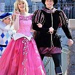 パリはオーロラのお城だけに、登場もお帰りも少し特別なお2人でした。