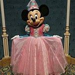 フォトスポットで待っていてくれたミニーちゃん。