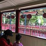 ファンタジーランド駅は華やかな印象