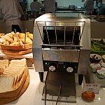 ブッフェのパンは温めることもできます!