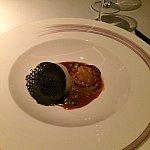 メイン料理(ホタテ。上の黒いものはイカ墨だそうです。)