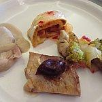 私のお気に入りメニュー!左からチキンマッシュルーム、トルティーヤ、チキンパン粉ビーツ、ローストポークチェリー