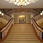 中へはいると素敵な階段が!