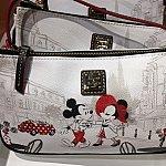 こちらのDooney & Bourkeのバッグなら色合いも完璧。