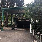 大窩口駅を利用していました。徒歩10分ほどで到着。歩道橋を降りて、バス乗り場を越えたらすぐです。