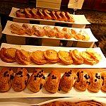 デニッシュ系のパンもたくさん!何を食べるか迷っちゃう!