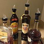 お楽しみのお酒。ビールやワインも冷蔵庫からいつくか種類があるので選択できます。