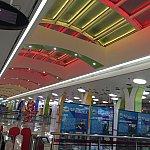 天井がきらびやか!改札も新しい感じがします。