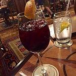 サングリアを注文しました。そうです!マジックキングダムの中で数少ない、アルコールを注文できるレストランです。