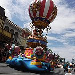 ミッキーミニーは気球のフロート。