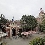 駅舎から見える景色です。ここからお昼のパレードを撮影している人も♪