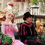 プリンセス&プリンスは馬車で優雅にご挨拶をしていました。