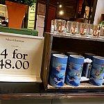 1つ$13.99か、4つで$48のピーターパンのマグカップ。こちらも結構凝った作りです。色も綺麗です。