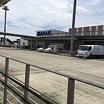 こちらが茨城空港!チェックインカウンターから飛行機に乗るまで2,3分も歩かないぐらいではなかろうかというぐらいの小ささです。