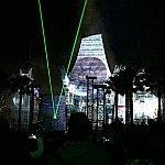 宇宙空間を巨大映像、サラウンドシステム、レーザー光線で再現している為、まるで戦闘シーンに迷い込んだみたいな感覚に。