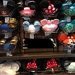 Whistle stop shopはたくさんの種類のイヤーハットが売っています
