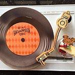 レコードをイメージしたデザートプレート。