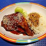 チキンレッグ with 照り焼きソース(85元)。甘いテリヤキソースですがチキンもご飯も美味しく食べられました。満足度は普通です。