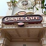 メインストリートコーナー・カフェ