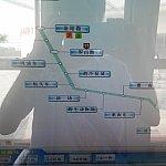 券売機で16号線をタッチし、「龙阳路(Longyang Road)」をタッチしてお金を払います。案外中国語の方がわかりやすいかも?乗り換え後の、メトロでの最終目的地をタッチすることに注意してください。