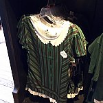 女性キャストさん風のTシャツ。「Ghost Host」のネームタグ付きです。$36.95。