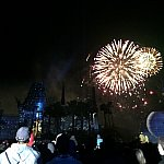 花火は会場の右手に上がります。