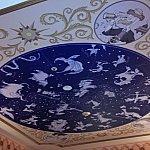 ディズニーキャラクターの星座が天井に♡