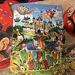 こちらのたくさんのキャラクターが描かれたかわいらしい冊子!!その中を開くと、、、
