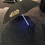 ライトセーバー風に芯が光る傘