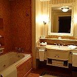 こちらがバスルーム。逆サイドにシャワーブースがあります。