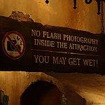 フラッシュ撮影禁止。たぶん濡れます!