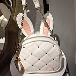 ウサ耳付きのバッグ。$65です。