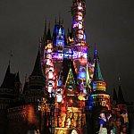 お城が白雪姫の小人達のお家にあるオルガンに
