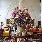 フロントロビーの花。すごくゴージャス!