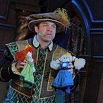 劇の中であの人形が!!