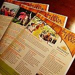 その日のショーなどのスケジュールが掲載されている情報誌IWAは毎日配布されます。要チェック!