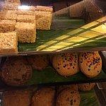 他にも、デザートゾーンにはクッキーがあります!厚くて、フワフワでイメージ的には、たまごパンに近かったです!ちなみに、ここに置いてあるクッキーはウルカフェというお店で、1枚4ドルで売っていました!!