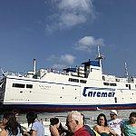 まずはナポリからカプリ島へ。この船に乗りました。