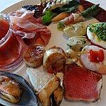 前菜オールスターズ!カプレーゼや生ハム、野菜のグリル、ホタテのグリル、シュリンプカクテルetc...!
