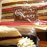 この袋に入れてくれます。成城石井のチーズケーキぐらいのプラケースです。