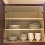 デラックスルームでは紙皿メインでしたが、フルキッチンのお部屋では陶器製の食器類です!