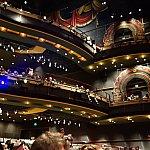 ハイピリオン・シアターの劇場内はBBBよりも座席数が多かったです。超ゴージャス!