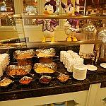 コーンフレークやパンなど、欧米風の朝食ももちろんあります!