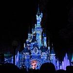 アナ雪。お城が氷の城に変化していきます。