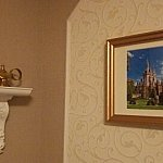 絵の反対側には各プリンセスの重要な鍵となるものが置いてあります。これはジャスミンモチーフの客室です。