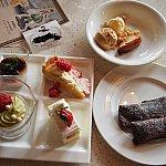 右下のが平日限定のクレープスフレ(チョコ味)左下がお気に入りのピスタチオのムース♪また食べたい!