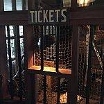 ここでチケットを買います。スミマセン、ウソつきました😅モチロン無料で利用できます。
