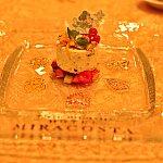この入れ物を上に取ると出てくるのが、ミッキーのデザート!♡ウィッシュなミッキー!マスカルポーネのヌガーグラス 7種のフルーツ添え。