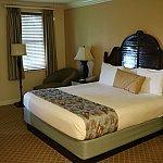 ベッドルームです。キングサイズなので、私と嫁と子供の三人でも十分な広さです。