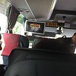 バスの中です!小さなモニターがあります。新しくできたアイアンマンのアトラクションの映像でした。
